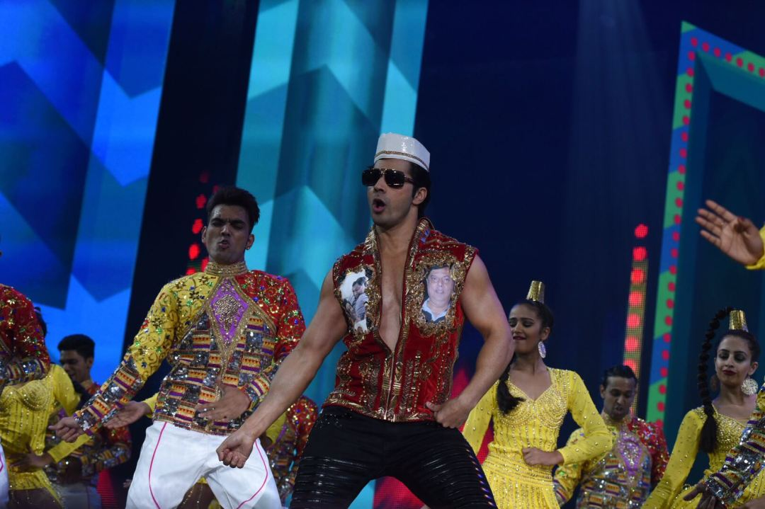 Varun Dhawan performs at IIFA Awards 2017